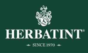 Herbatint- hiusbrändin logo. Tummanvihreällä pohjalla valkoinen teksti.