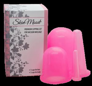 Neljä silikonista valmistettua, vaaleanpunaista ja läpinäkyvää kuivakuppaus-imukuppia (2 kasvoille, 2 vartalolle) ja niiden pahvinen pakkaus tuoteteksteillä.